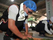 传统制茶工艺亮相中国普洱茶节引围观
